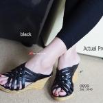 รองเท้าส้นเตารีด Strap Wedged Sandals ที่ด้านบนดีไซน์แบบสานเต็มหน้าเท้า สวยเก๋ พื้นจากวัสดุ PU น้ำหนักเบา สูงประมาณ 3 นิ้ว เสริมหน้า ประมาณ 0.5 นิ้ว งานสวยเบาๆ เหมาะกับสาวที่่ชอบความโปร่งสบาย ใส่สวยเก็บหน้าเท้าเรียว สีดำ ครีม