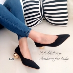รองเท้าคัทชู ส้นเตี้ย สุดเก๋ วัสดุหนังกลับ ทรงหัวแหลม ดีไซน์สวยเก๋หน้า v ดูเท้าเรียว ส้นโลหะทองดีไซน์ใหม่แบบทรงกลมเก๋มาก หนา 2 นิ้วมีตัวกันลื่น สวยมีสไตล์ แมทได้ทุกชุด สีดำ ครีม (TM71)