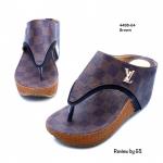 รองเท้าแฟชั่น ส้นเตารีด หนังพียูพิมพ์ลายตาราง ติดอะไหล่ LV ส้นสูง 2.5 นิ้ว สวมใส่สบาย กระชับเท้า สีเป็นเอกลักษณ์ โดดเด่น ใส่ได้ทุกวัน