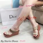 รองเท้าส้นเตารีด ทรงสวม ดีเทลคาดผ้าซาติน 2 เส้น งานสวยใส่สบาย เกรดพรีเมี่ยม สูง 2.5 นิ้ว สีแดง ทอง น้ำเงิน