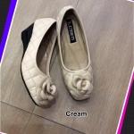 รองเท้าคัทชู ส้นเตารีด หนังนิ่มเย็บลายตารางแต่งดอกไม้สวยน่ารัก พื้นนิ้ม ใส่ สวย ใส่สบายมาก แมทได้ทุกชุด สูง 2 นิ้ว สีน้ำเงิน ชมพู น้ำตาล ครีม ทอง ดำ