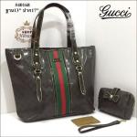 กระเป๋า Gucci 13 นิ้ว ทรง shopping สวยพรีเมียม หนังลายกุชชีคาดแถบสี ปากกระเป๋าซิป ด้านในบุอย่างดี พร้อมกระเป๋าเล็กเข้าชุด สายยาวถอดได้ การ์ดและถุงผ้า