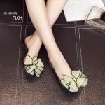 รองเท้าคัทชู ส้นแบน ซิลิโคลนใสนิ่ม เป็นแบบสุดฮิต หน้าติดโบว์ด้วยผ้าชีฟอง สองชั้น งานเปิดหน้าเท้าโชว์เล็บสวย เปิดข้างโชว์ผิวเท้า ใส่ง่ายสบายๆ สไตล์ชิวๆ สีดำ ครีม ชมพู ฟ้า น้ำเงิน ส้ม
