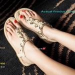รองเท้าแตะ รัดข้อ Plush Sandals สวยหรู แบบหนีบ สายด้านหน้าแต่ง อะไหล่สวยสีเข้าชุดสลับเพชรหรูดูดี มาพร้อมกับพื้นยางกันลื่นอย่างดี รัด ส้นยางยืดสม๊อกนิ่มสวยกระชับเท้า พื้น 1 นิ้ว เสริมฟองน้ำนุ่ม Soft ต่อผิว สัมผัส สวยใส่สบายได้ทุกวัน สีครีม ส้ม (BB7499)