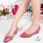 รองเท้าคัทชู ส้นเตี้ย หัวแหลม สวยหรู หนัง PU นิ่ม แต่งลายตัดสี Style LACOSTE ส้นเตารีดปั้มลายนูน พื้นนุ่ม เดินง่าย ทรงเก็บเท้าใส่แล้วเท้าดู เรียว สีดำ ตาล ครีม เทา แดง สูง 2 นิ้ว