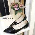 รองเท้าคัทชู ทรงหัวแหลม ส้นเตี้ย สวยมาก หนังแก้วเงาสวย ที่แมชได้ทุกชุด ใส่ได้ทุกโอกาส สีดำ ครีม