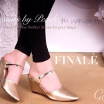 รองเท้าคัทชู เปิดส้น ZARA styleทรงสวมหัวแหลม ผ้าซาตินเนื้อดีมันเงา ทรงนี้สวย เพิ่มความหรูด้วยสายคาดเส้นอะไหล่ทอง ใส่ดูดีทรงเก็บหุ้มเท้า ส้นเตารีด ใส่สบายๆ สูง 2 นิ้ว