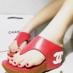รองเท้าแฟชั่น Chanel ส้นเตารีด หนังนิ่มเนียน เรียบหรู แต่ง CC ที่ส้น พื้นบุนุ่ม สวมใส่สบาย