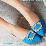 รองเท้าคัทชู เปิดส้น ส้นแบน MONOLO BLAHNIK Slipper Style สวยหรู ดีไซน์ที่เก๋ไม่ซ้ำใคร Plush Slipper วัสดุเป็นผ้า Velvet กำมะหยี่ชั้นดี เสริม อะไหล่แบรนด์หรู ส้นหนา 2 cm. ส้นแต่งเมทาลิกสีทองเพิ่มความหรู ใส่แมท ได้หมดทุกสไตล์และทุกโอกาส สีฟ้า เทา ชมพู (BB70