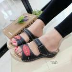 """รองเท้าส้นเตารีด ทรงสวม พื้นนุ่ม หนังนิ่มเพื่อสุขภาพ ด้านข้างปรับสายได้ มีขอบกันนิ้วโผล่ คัทติ้งเนี้ยบเก็บทุกรายละเอียด สูง 2.5"""" ใส่สบาย"""