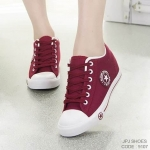 รองเท้าผ้าใบแฟชั่น Converse Style แพลตฟอร์ม ทรงคลาสสิค ผูกเชือก ผ้ายีนส์สไตล์แบรนด์ งานสวยมาก เสริมส้นด้านในเล็กน้อย โทนสีเรียบเก๋ เสริมพื้น 1 นิ้วพร้อมพื้นยางกันลื่นอย่างดี แมทเท่ห์ได้ทุกชุด สีขาว แดง กรม เขียว ดำ (9107)