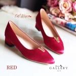 รองเท้าคัชชู style valentino หนังบุผ้าซาตินเงาเรียบหรู แต่ง V สีทองด้านหน้า พื้นนุ่ม ขอบด้านในบุกำมะหยี่นิ่ม ส้นสูง 1 นิ้ว ใส่สบาย