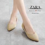 รองเท้าคัทชู STYLE ZARA ที่เห็นแล้ว Like เลย รุ่นนี้พิเศษทำจากผ้าสักหลาด เคลือบเงา ใส่แล้วขับผิวเท้า สวมใส่ง่าย ทรงสวยหน้าวี ใส่แล้วดูเท้าเรียว ส้นหนา เล็กน้อยทำให้เดินสบายขึ้น ใส่สบายเก๋ ๆ แมทกับชุดได้หลายสไตล์