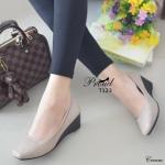 รองเท้าคัทชูหัวตัด ที่สุดของความนิ่มและใส่สบาย วัสดุพียูเนื้อดี ดีเทลด้านหน้า และขอบรองเท้าเล่นลายแบบเดินด้ายฝีจักรเนี๊ยบ ด้านในบุนวม เก็บหน้าเท้า สวย เรียบ หรู แมทง่าย ดูดี สูง 2 นิ้ว