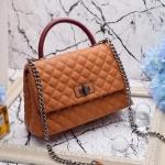 กระเป๋าแฟชั่นเกาหลี สไตล์ CHANEL COCO เป็นงาน order สั่งตัด เลือกคัดวัสดุ ทุกชิ้น ตามแบบที่ได้มาตรฐาน สวยขั้นเทพ หรูเกินราคาจริงๆ ใช้วัสดุ pu เกรด A อะไหล่งาน hi-end การขึ้นรูปทรงกระเป๋าใช้เทคนิคเฉพาะทาง มีช่องแบ่งใส่ของ ได้ 2 ช่อง มี 3 สี ดำหูแดง-แทนหูแด