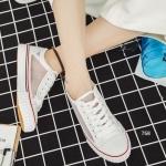 รองเท้าผ้าใบแฟชั่น ดีไซน์สวยเก๋ แต่งซีทรูด้านข้าง โทนสีคลาสสิค ระบาย อากาศได้ดี เเมทช์ได้กับทุกชุด สูงหน้า3 ซม. , ส้นสูง 3 ซม.