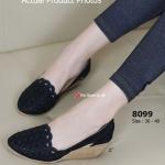 รองเท้าคัทชู Lazy Wedged Shoes ส้นเตารีด งานสไตล์วินเทจ สวยหวาน ผ้าฉลุลาย สีโทนเรียบร้อยแต่แฝงไปด้วยความหรูหรา ส้นยาง PU แบบเตารีด สูง 2 นิ้ว โปร่งสบายด้านข้างช่วยระบายให้สุขภาพเท้าของคุณ แต่งกับเสื้อผ้า ได้หลากหลาย สีดำ ครีม (8099)