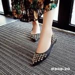 รองเท้าคัทชู ส้นแบน ทรงหัวแหลมเพรียว สไตล์ valentino หนังนิ่มตอกหมุดปิรามิด งานนำเข้าสวยสะดุดตามาก แมทกับชุดไหนก็ลงตัว สวมใส่ได้ตลอด สีดำ เทา