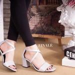 รองเท้าแฟชั่น แบบสวม รัดส้น ดีไซน์หนังเส้นไขว้หน้าสวยเก๋ ดูเท้า เรียว ซิปด้านหลังใส่ง่าย ส้นตัน สูงประมาณ 2.5 นิ้ว เดินง่ายใส่สบาย แมทสวยได้ทกชุด