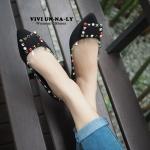 รองเท้าคัทชู ส้นแบน สวยเปรี้ยวเก๋ หัวแหลม งานสไตล์ แบรนด์ดัง valentino ตอกหมุดเหลี่ยมแซมด้วยหมุดสีเก๋มากๆ ดูดีมีสไตล์ แมทสวยได้ทุกชุด สีดำ (18037)