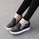 รองเท้าผ้าใบ แบบไร้เชือก เสริมพื้น สวยเท่ห์ วัสดุหนัง pu นิ่ม พื้นสูง 1 นิ้ว และยังเสริมส้นด้านในอีก 1นิ้ว ของจริงเหมือนรูปเป๊ะๆ สวยมากๆ สีดำ ขาว แดง สูง 2 นิ้ว