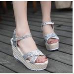 รองเท้าส้นเตารีด รัดส้น หรูหราน่ารัก แบบสวมหน้าไขว้หนังแต่งกลิตเตอร์วิ้งๆ เสริมหน้า 1.5 นิ้ว ส้น 4 นิ้ว เบา นิ่มเท้า ใส่สบายมาก