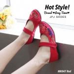 รองเท้าผ้าปัก คัชชูลายจีน งานนำเข้า แบรนด์ดังที่ฮอตมาก ลายดอกไม้สีสดใสมาก ช่วยขับผิวเท้า แบบสายคาดเป็นเมจิกเทป ใส่ง่าย ถอดง่าย