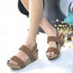 รองเท้าแฟชั่น ส้นเตารีด สไตล์ลำลอง แบบสวม รัดส้น สวยเก๋ หนังพียูนิ่ม ด้านหน้าคาดหนัง 2 ระดับเพิ่มความกระชับ ติดอะไหล่จรเข้สีทอง สายรัดส้น แบบยางยืด ใส่ง่ายถอดง่าย ส้น 2.5 นิ้ว สวยเก๋มากๆ สีดำ น้ำเงิน น้ำตาล ครีม แดง