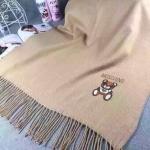 ผ้าพันคอ Moschino สวยพรีเมียม ปักลายหมีสุดน่ารัก เนื้อผ้าหนานุ่ม ขนาดประมาณ 70x180 cm. พันคอ คลุมไหล่สวยไฮโซ ได้ทุกโอกาส
