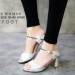 รองเท้าคัชชู ZARA WOMAN STYLE แบบสวม หรูหราด้วยหนังเกล็ดแวววาว สีเงิน ส้นเคลือบทองฝังเพชร สูง 2 นิ้ว กำลังดี ทรงเก็บหน้าเท้าดูเท้าเรียว สวยหรูมีสไตล์