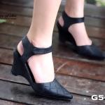 รองเท้าคัทชู ลำลองส้นเตารีด แบบเปิดส้น งานสวยสุดฮิต อินเทรนด์สุดๆ หนังนิ่มลายนูน สายรัดข้อแบบเมจิกเทป สูง 3 นื้ว น้ำหนักเบา ใส่ง่าย ทรง หัวแหลมใส่แล้วเท้าดูเรียว เรียบ หรู ดูดี แมทกับชุดไหนก็สวย ใส่ได้ตลอด
