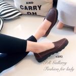 รองเท้าคัทชู หนังนิ่มฉลุลายสวยๆ พื้นในนวมนิ่มใส่สบายเท้ามากๆ ดีไซน์ออกมา ให้รับกับอุ้งเท้าได้อย่างดี ส้นยางกันลื่นหนา 1 นิ้ว ใส่ได้ทุกโอกาส