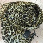 ผ้าพันคอ Ysl งานสวยพรีเมียม ลายเสือ เนื้อผ้าบางเบาพริ้วนุ่ม ผืนใหญ่ ขนาดประมาณ 180x180 cm. พันคอ คลุมไหล่สวยไฮโซ