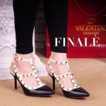 รองเท้าแฟชั่น คัชชูส้นสูง สไตล์ Valentino แต่งหมุดสวยหรู รุ่น hot hit ของเหล่าเซเลป