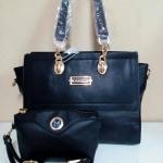 กระเป๋าแฟชั่น สีดำ เรียบหรู หนัง PU อย่างดี พร้อมกระเป๋าเล็กตามรูป และสาย สะพายยาวถอดได้ สวยทั้งถือและสะพาย ของจริงสวยมาก ขนาด 15 นิ้ว