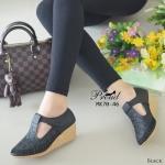 รองเท้าคัทชู ส้นเตารีด วัสดุ PU ลายฉลุ ปักด้ายสวยคลาสสิค ส้นรองเท้าเป็น พื้นยางกันลื่น ความสูงกำลังดี 2 นิ้ว ไม่เมื่อยเท้า ด้านหน้ามีสายคาดเมจิกเทป ปรับระดับเพื่อเพิ่มความกระชับเท้า น่ารักดูดี แมทได้ทุกชุด สีแทน ชมพู ครีม ดำ กากีป ปรับระดับเพื่อเพิ่มความก