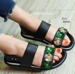 รองเท้าแตะ รัดข้อ สไตล์ cassual ที่มีความโดดเด่นตรงการแต่งเกล็ดดอกไม้ สีเขียวสลับกับสีทองเป็นประกายสวยหรูลายวินเทจ พร้อมกับสายรัดข้อแบบหมุด ปรับกระชับได้ 4 ระดับ พื้นยางมีความอ่อนนุ่ม กันลื่นอย่างดี สวมสบายขับผิวมากๆ แมทเก๋ได้ทุกวัน (BB088)