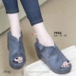รองเท้าแฟชั่น Velvet Wedged ส้นเตารีด ลำลองสไตล์สาวเกาหลี แบบเก๋สุดๆ ตัวรองเท้ามาจากผ้ากำมะหยี่ กระชับเท้าด้านหลังแบบ Slingback ด้วยเมจิกเทป ใส่ง่าย ถอดง่ายและน้ำหนักเบา ความสูงเอาใจสาวร่างเล็กที่ 4 นิ้ว ใส่แล้วได้ลุ้ค สาวอินเตอร์มากๆ แมทกับเสื้อผ้าได้หลา