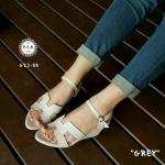 รองเท้าแฟชั่น แบบสวม ส้นเตารีด สวยเรียบหรู หนังอย่างดี คาดหน้า H สไตล์ แบรนด์ มีสายรัดข้อแบบเกี่ยว ปรับสั้น-ยาวได้ โทนสีเบสิคแมทซ์เข้าชุดง่าย ดูดี มาก สูง 2.5 นิ้ว สีเทา