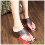 รองเท้าแฟชั่น ส้นเตารีด สไตล์ลำลอง แบบหนีบ สไตล์ลาครอส ทรงสวย สวมใส่สบาย สีทรูโทนขับผิวมาก ส้นสูง 2.5 นิ้ว ทรงสวยอยู่ทรง ใส่สบาย สไตล์ชิว แบบยอดฮิต แมทได้ทุกชุด สีดำ ฟ้า น้ำตาล ทอง แดง