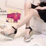 รองเท้าแฟชั่น ส้นเตารีดรัดส้น งานสวย ๆหวาน ๆจาก Delvaux คาดสวมด้าน หน้าบุสักหลาด ตัดสี 2 tone น่ารัก ส้นแต่งเชือกถักสไตล์วินเทจ สูง 4 นิ้ว เสริมหน้า น้ำหนักเบา สายรัดส้นปรับระดับได้ ใส่สบาย