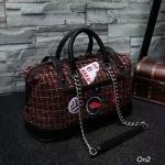 """กระเป๋าสะพายใบใหญ่ สไตล์ Chanel travel tweed bag สินค้านำเข้า กระเป๋าผ้า tweed สไตล์ Chanel coco สวยหรูมีสไตล์มาก ใบใหญ่ ด้านในกว้างมีช่องใส่ของ แยก จะใช้เป็นกระเป๋าถือหรือสะพายก็สวยเก๋ น้ำหนักกำลังดี ดูไฮโซ งานพรีเมียม Size 14 x 8.5"""""""