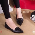 รองเท้าคัทชู ส้นแบน flatty style หัวแหลมเรียวแต่งอะไหล่หมุดสีดำ งานเก๋มากๆ ใส่สบายไม่บีบหน้าเท้า ใส่ได้หลายโอกาส สีดำ