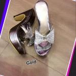 รองเท้าแฟชั่น ส้นสูงสวยหรู ทรงสวม คาดหน้าพลาสติกใส่แต่งโบว์เพชร เสริมหน้า 1 นิ้ว ส้นสูง 4 นิ้ว ใส่สวย ใส่สบาย