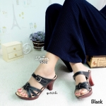 รองเท้าแฟชั่น ส้นสูงทรงสวมเรียบเก๋ ด้านหน้าเล่นลายสานไขว้ 3 เส้น ด้านบน เป็นสายแต่งเข็มขัด ด้านข้างสามารถปรับระดับได้จริง พื้น PU สีไม้ ดูสวยสง่า แมทได้ทุกโอกาส สูง 3.2 นิ้ว สีดำ น้ำตาล