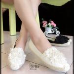 รองเท้าผ้าใบ Style vintage วัสดุผ้าแคนวาส ประดับดอกไม้หวานๆ สวยสุดๆ พื้นยางอย่างดีมาพร้อมส้นพันปอ แมทช์กับชุดไหนๆก็ง่าย