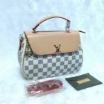 กระเป๋า Louis Vuitton 8 นิ้ว สวยหรู แต่ง LV ทอง และซิปด้านข้าง ปากกระเป๋าซิป พร้อมสายยาวถอดได้ การ์ดและถุงผ้า