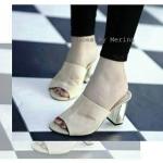 """รองเท้าแฟชั่น ส้นสูง ทรงแมกซี่ หนังสักหลาดสวยหรู เพิ่มความไฮด้วยส้นแต่ง หนังเงาสีทอง ส้นตันใส่สบาย แมทหรูได้ทุกชุด สูง 3.5"""" สีแดง ครีม"""