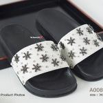 รองเท้าแตะแฟชั่น สวยหรู งานนำเข้า แบบสวม บนหนังด้านหน้าแต่งด้วย เม็ดคริสตัลเป็นรูปดาว 6 แฉกสวยเก๋ พื้นยางอ่อนนุ่ม 2 ชั้น หนาประมาณ 1.5 นิ้ว ใส่สบายมาก รองรับรูปทรงเท้าได้ดีเยี่ยม สวยเก๋ พร้อยลุยไปทุกที่ สีดำ ขาว (A008)