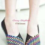 รองเท้าเพื่อสุขภาพ ยางสาน ส้นแบน ผสมผสานระหว่างรองเท้าผ้าใบกับ รองเท้าลำลอง สีพื้นสลับ ลายถักสวยเก๋ ออกแบบมาให้รองรับเท้าได้อย่าง ดีเยี่ยม น้ำหนักเบา ใส่สบายมาก วัสดุทำจากยางถักเกรดคุณภาพนุ่ม ไม่อึดอัด ไม่อับชื้น พื้นทำจากยางหล่อติดยางกันลื่นรูปใบไม้สีเดี